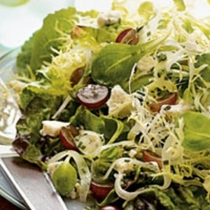 Field Greens With Gorgonzola and Grapes recipes