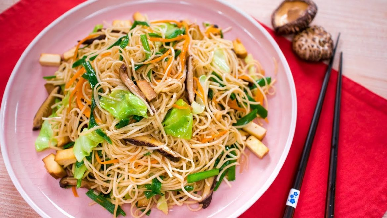 grandma's signature noodles - vegan (pad mee sua) | thai