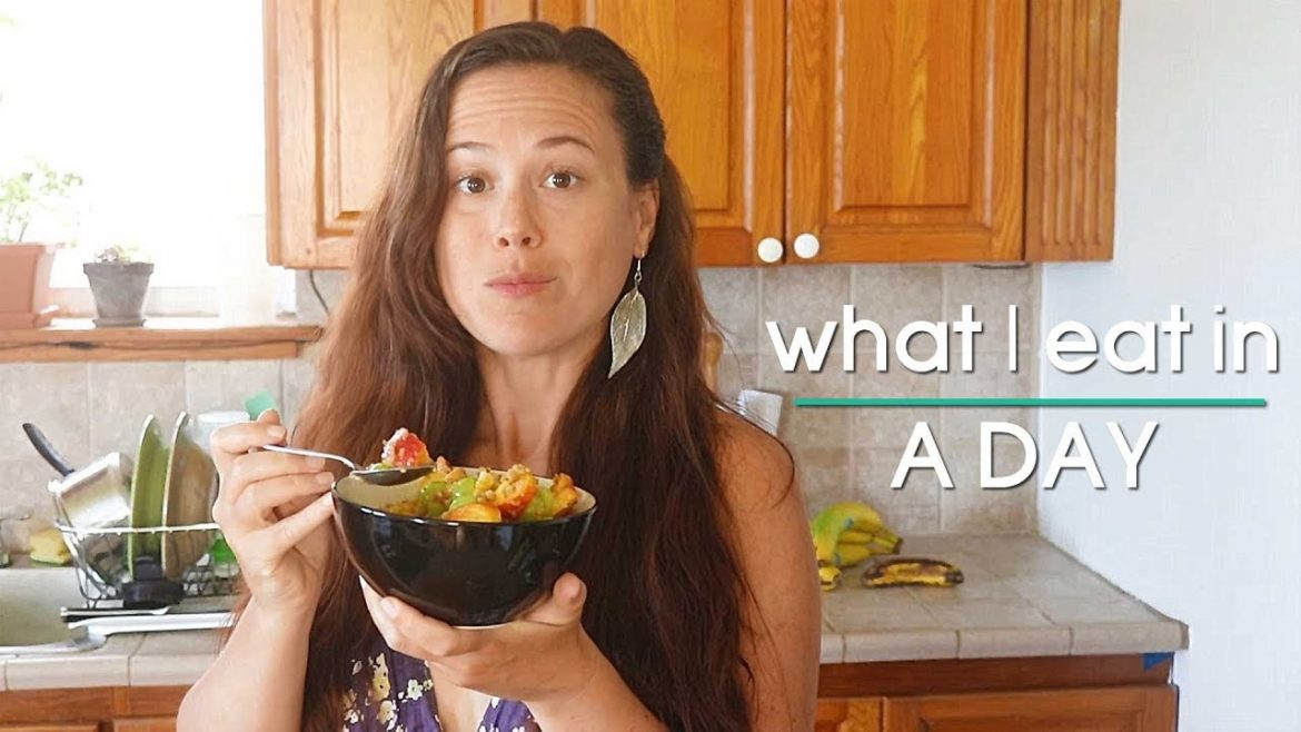 What I Eat in a Day: Salad Edition || Vegan Holistic Nutritionist EP#11