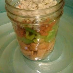 Buffalo Chicken & Quinoa Salad in a Jar